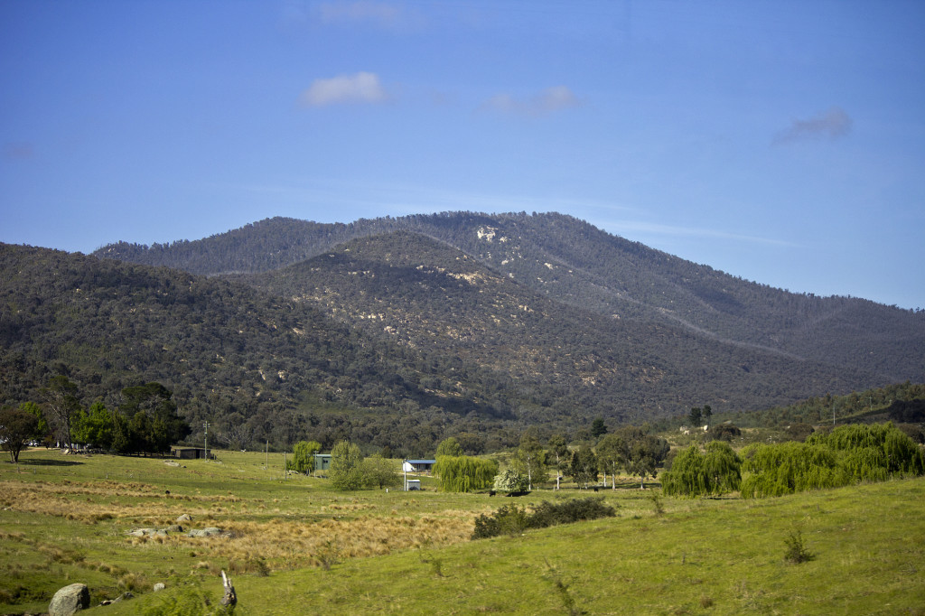 Looking_towards_Namadgi_National_Park_from_the_district_of_Paddys_River_in_the_ACT_(1)